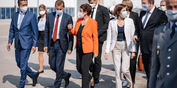 Alman ve Fransız bakanlar Airbus'ı ziyaret etti