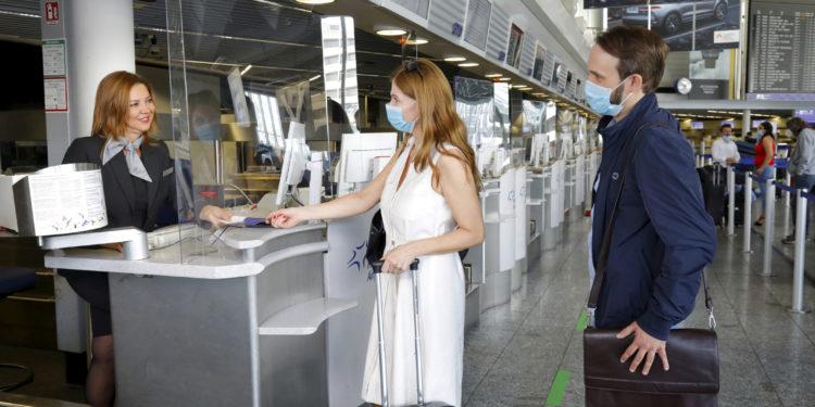 Havalimanlarında yolcu sayısı yüzde 74 düştü