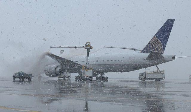 Kar fırtınası 2 binden fazla seferi iptal ettirdi